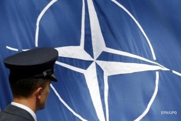 НАТО приостанавливает учения в Ираке