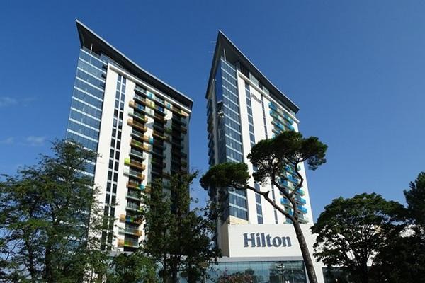 Hilton планирует массовое увольнение сотрудников