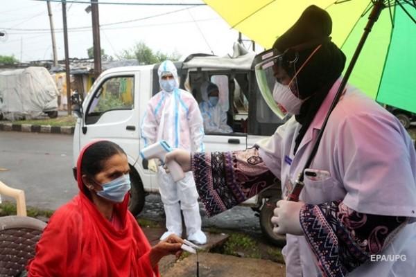 СМИ: Индия стала третьей в мире по заражению COVID