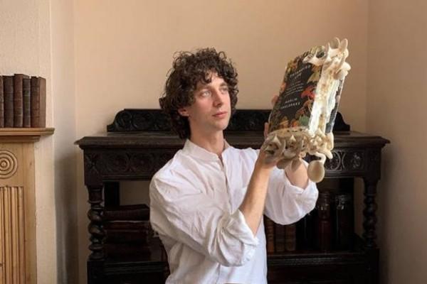 Биолог съел грибы, выращенные на его книге о грибах