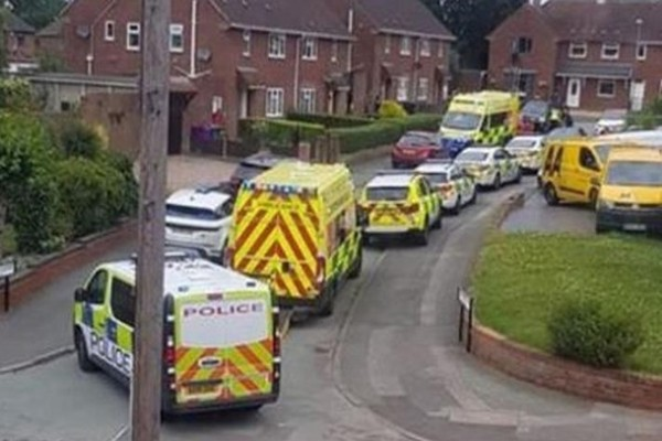 В Британии мужчина ранил ножом двух медработников