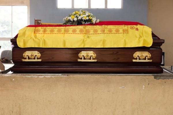 Китаец вернулся домой живым после своей кремации и похорон
