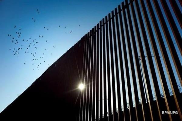 Верховный суд в США разрешил достроить стену на границе с Мексикой