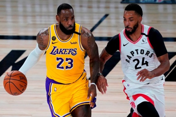 НБА: Лейкерс не смогли обыграть Торонто, Клипперс сильнее Нового Орлеана