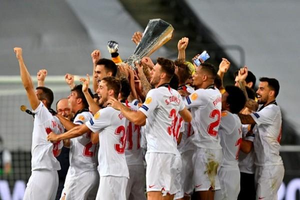 Ювентус поздравил Севилью с победой в Лиге Европы