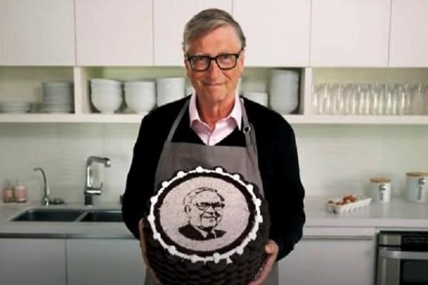 Билл Гейтс испек торт с портретом миллиардера