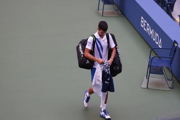 Джоковича дисквалифицировали с US Open за попадание мячом в судью