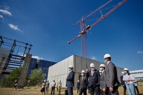 Зеленский поручил достроить два энергоблока ХАЭС