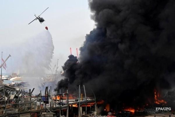 Пожар в порту Бейрута перекинулся на склад с продуктами