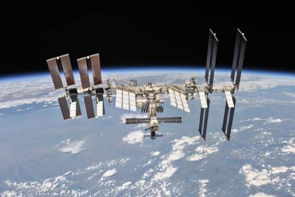 МКС грозит столкновение с американским спутником