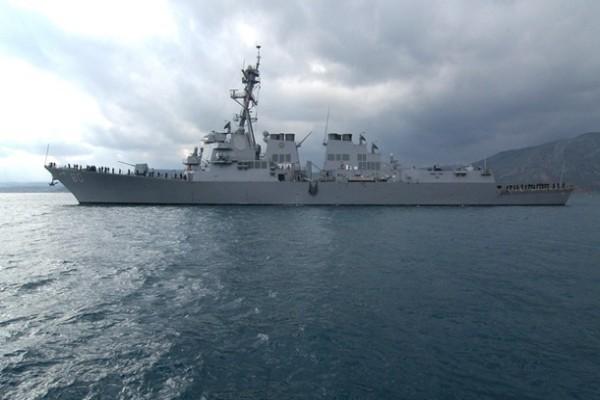 Ракетный эсминец США вошел в Черное море