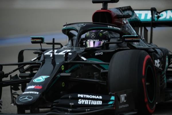 Хэмилтон выиграл поул на Гран-при России, Боттас — третий