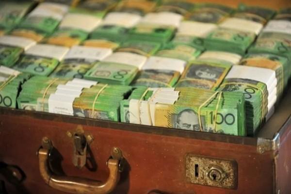 Француженка нашла в подвале чемодан с €500 тыс