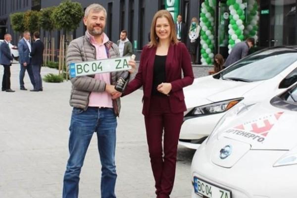 Выяснилось, сколько авто в Украине могут получить зеленые номера
