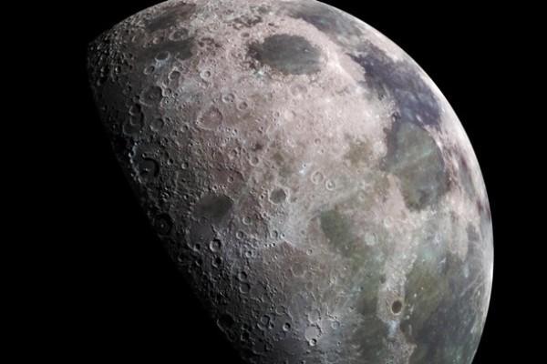 NASA подтвердило, что на Луне есть вода