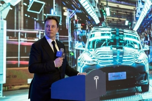 Tesla утроила страховые выплаты Маску