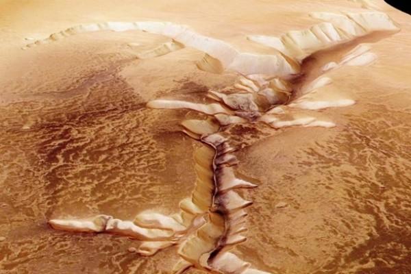 Ученые назвали возможную причину исчезновения воды на Марсе
