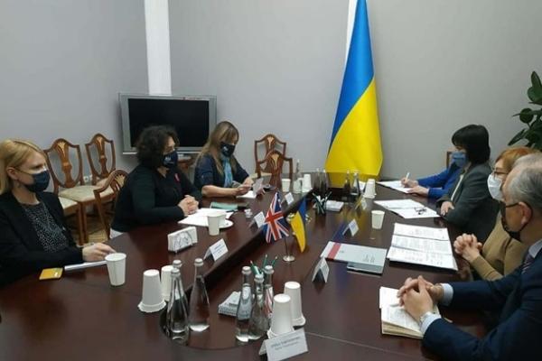 Денисова назвала количество украинцев, находящихся в плену на Донбассе