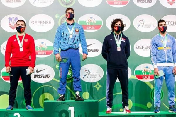 Новиков и Кучмий выиграли медали Кубка мира по борьбе
