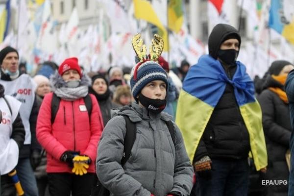 За сутки в Украине выяивли менее 5,7 тысяч заболевших. При этом количество тестирований упало более чем в 2,5 раза.