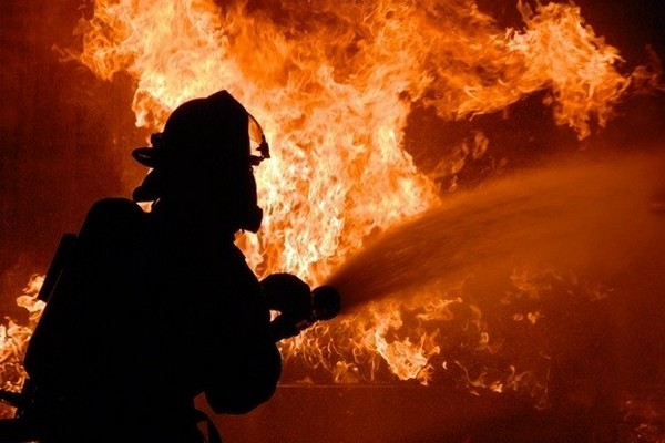 В Черкассах произошел пожар во многоэтажке, есть пострадавшие