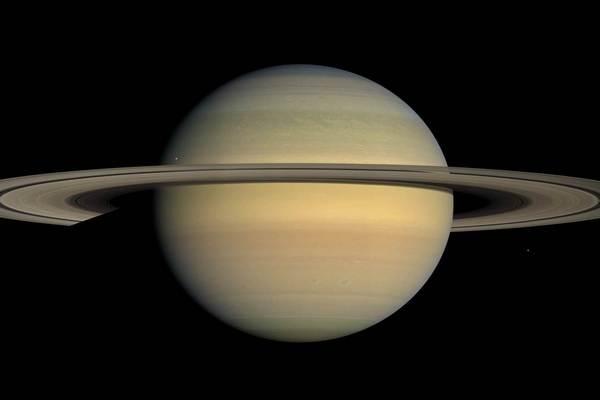 На спутнике Сатурна нашли необычные вещества неясного происхождения