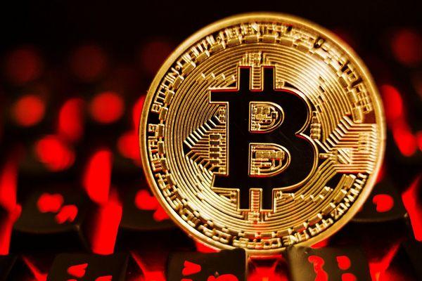 Новый рекорд: биткоин взял отметку $43 тысячи