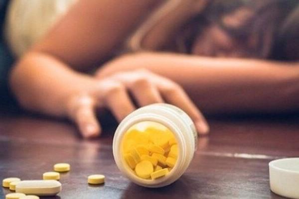 ВР Украины готовит закон о запрете продажи лекарств лицам до 18 лет