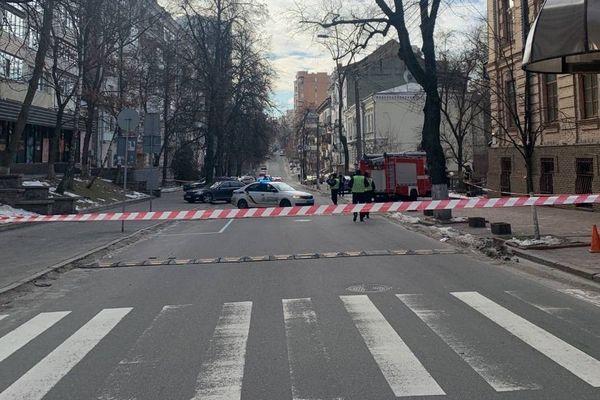 В центре Киева обнаружили подозрительный предмет