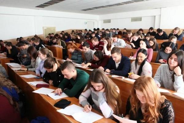 Колледжи и университеты будут самостоятельно определять форму обучения