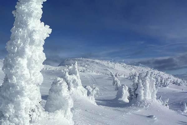 Карпаты засыпало снегом, сохраняется опасность лавин