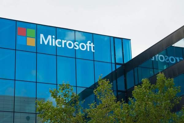 Microsoft заморозила финансирование политиков в США