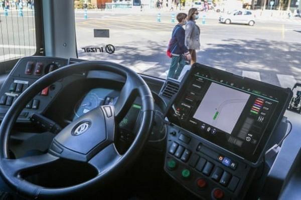 В Испании по городу запустили электроавтобус без водителя: впервые в Европе
