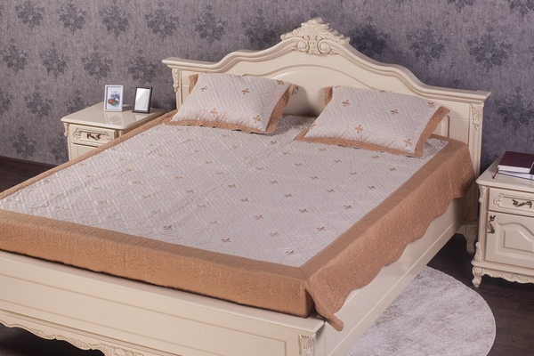 Особливості вибору ліжка в спальню