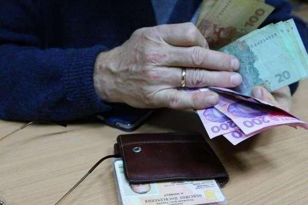 Украинцев могут лишить пенсий: назван ряд причин