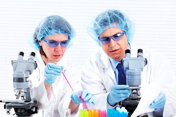 Британские ученые выяснили, для кого COVID-вакцины более эффективны