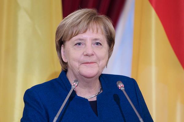Меркель представила поэтапный план снятия в Германии ограничений по COVID-19