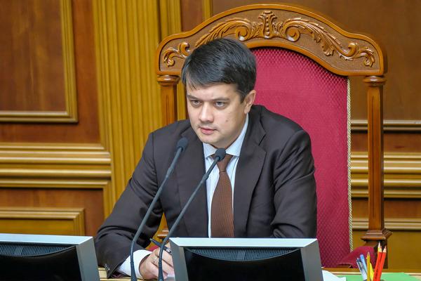 Разумков призвал депутатов от «Слуги народа» продолжать выполнять программные принципы партии
