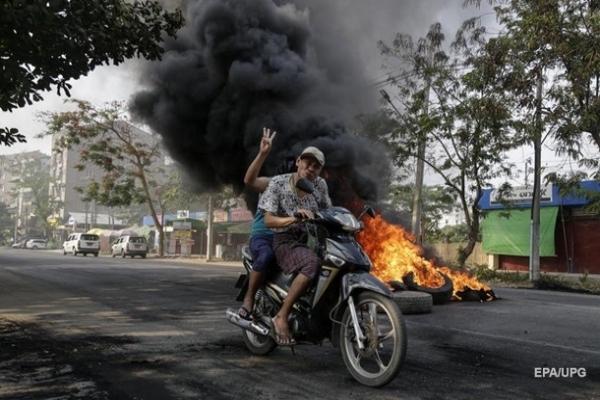 В Мьянме при разгоне протестов погибли не менее 50 человек