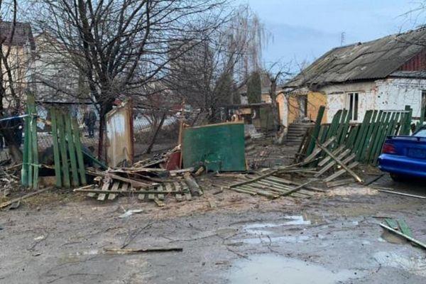 Под Киевом произошел взрыв. Зацепило несколько машин и ближайшие дома