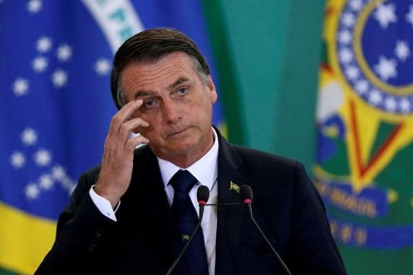 За время пандемии президент Бразилии четвертый раз меняет министра здравоохранения