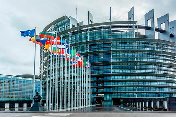 На сессии Европарламента депутаты сосредоточатся на внутренних проблемах ЕСс