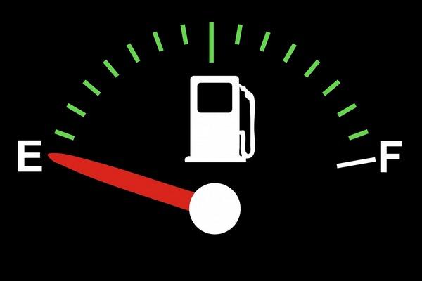 Крупнейшим сетям АЗС рекомендовали снизить цены на бензин