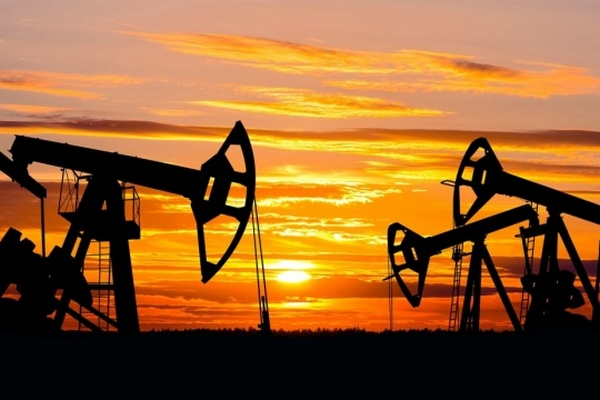 Нефть дешевеет на сообщениях о снятии с мели контейнеровоза в Суэцком канале