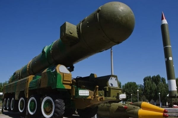 Франция считает обоснованным решение Британии увеличить ядерный арсенал