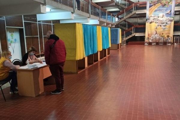 Довыборы в Раду: ЦИК назвала лидеров в двух округах