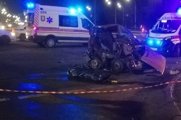 В Киеве пьяный водитель на внедорожнике протаранил легковушку, есть жертвы