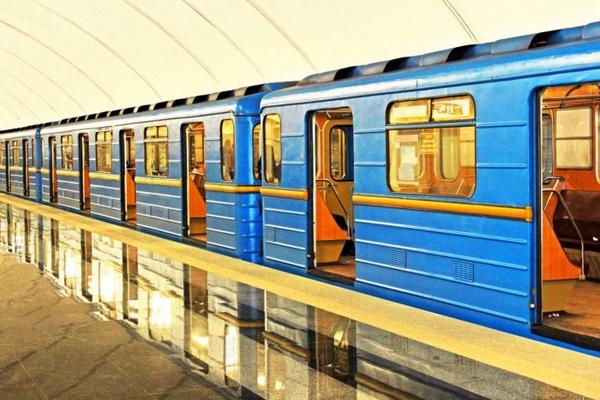 На 19 платформах киевского метрополитена установили дефибрилляторы