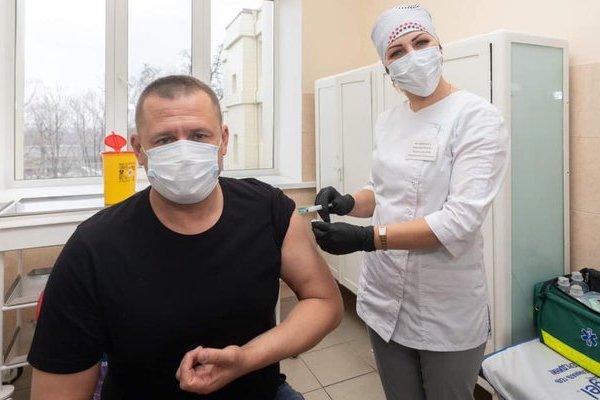 Мэр Днепра Филатов вакцинировался от COVID-19