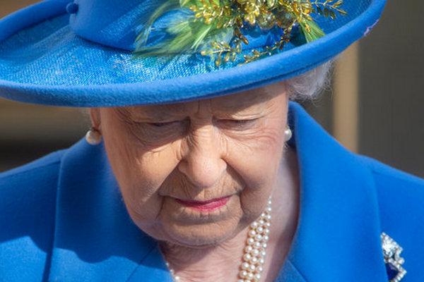 Экономия во всем. Королева Елизавета ІІ одолжит самолет у премьера Британии Джонсона